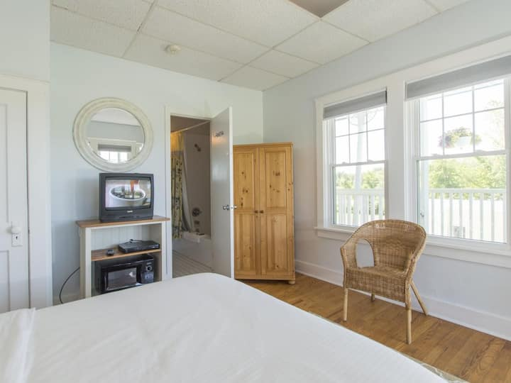 Beach House Second Floor Suite