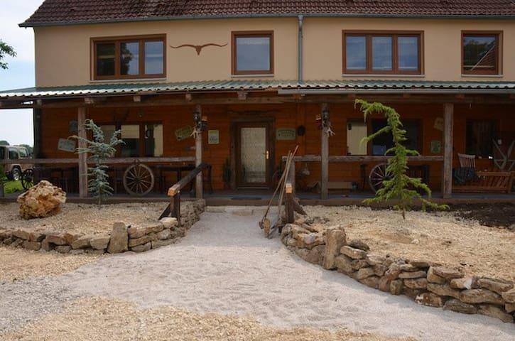 Gästezimmer auf Westernranch - Auhausen - Pousada