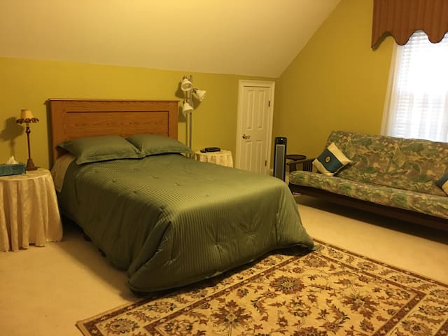 A spacious bedroom for rent - Martinez - House