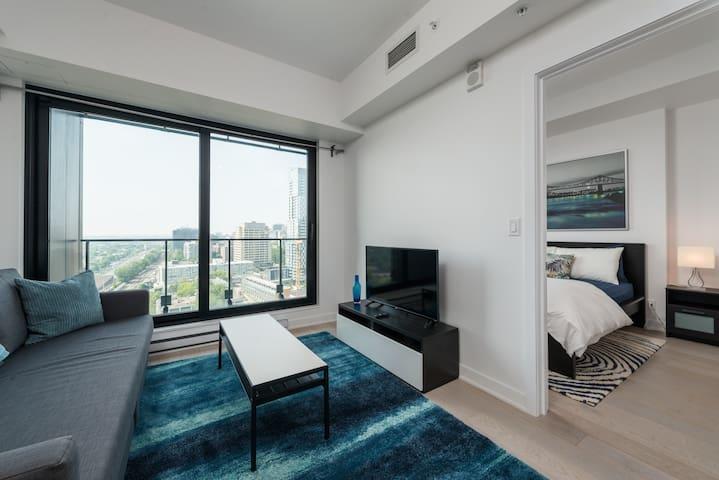 Monthly - Tour Des Canadiens Luxury Flat