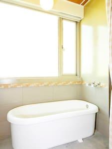 窩沙發~近海安路.浴缸雙人主題套房-不選房優惠方案 - 台南 - House