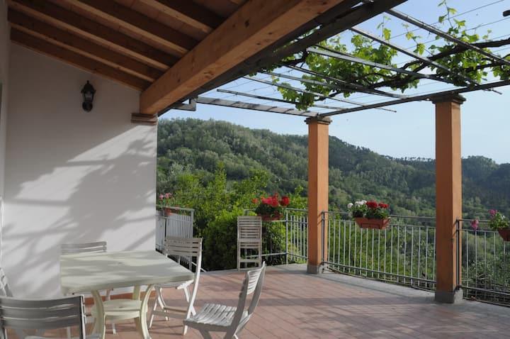 Casa in collina 6 km da Lerici,La Spezia ,Mare.