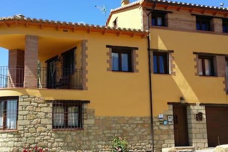 Habitación con cama de matrimonio - Fuentes de Rubielos - Rumah