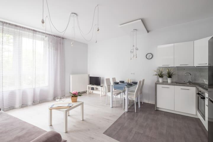 Prudentia Apartments Kłobucka ap. 69 z parkingiem