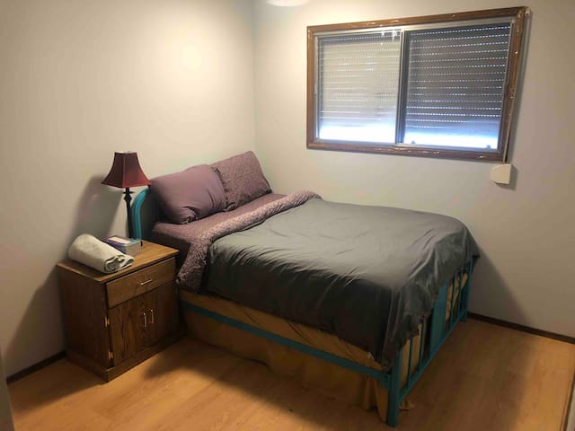 1 Private Room, South side near all amenities