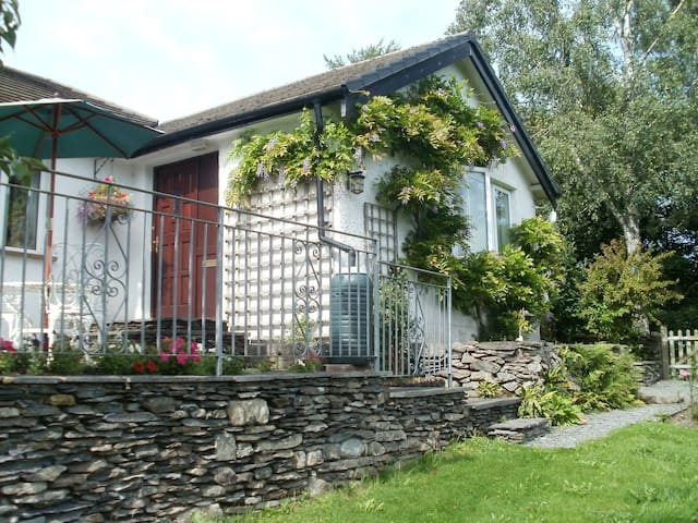 Bungalow with King size Double  & Twin Bed Rooms - Cumbria - Bungalov