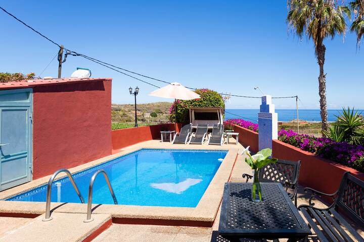 Modern Apartment Maxi with Sea View, Mountain View, Wi-Fi, Jacuzzi, Garden, Terrace & Pool; Parking Available, Pets Allowed