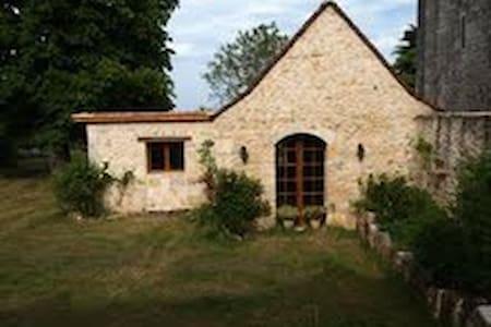 GITE AVEC PISCINE - Limeyrat - Huis