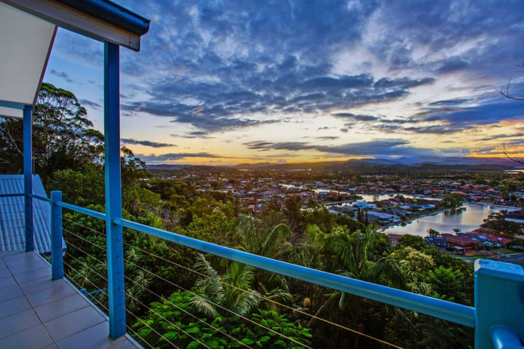 Spectacular sunsets from the balcony with panoramic hinterland views