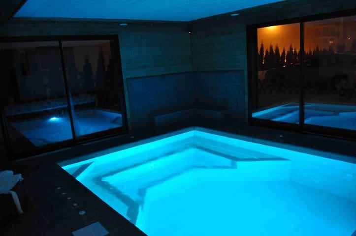 Chalet de charme  piscine balneo - Taninges - Apartament
