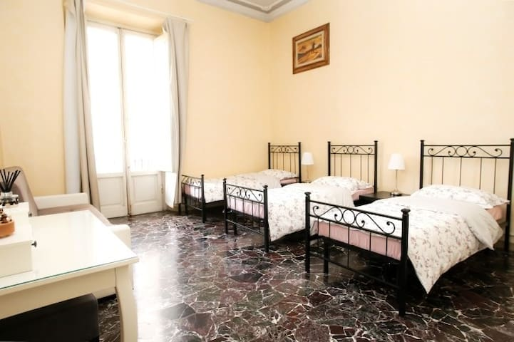 SMN 2min.center of city,Elegance room, B&B