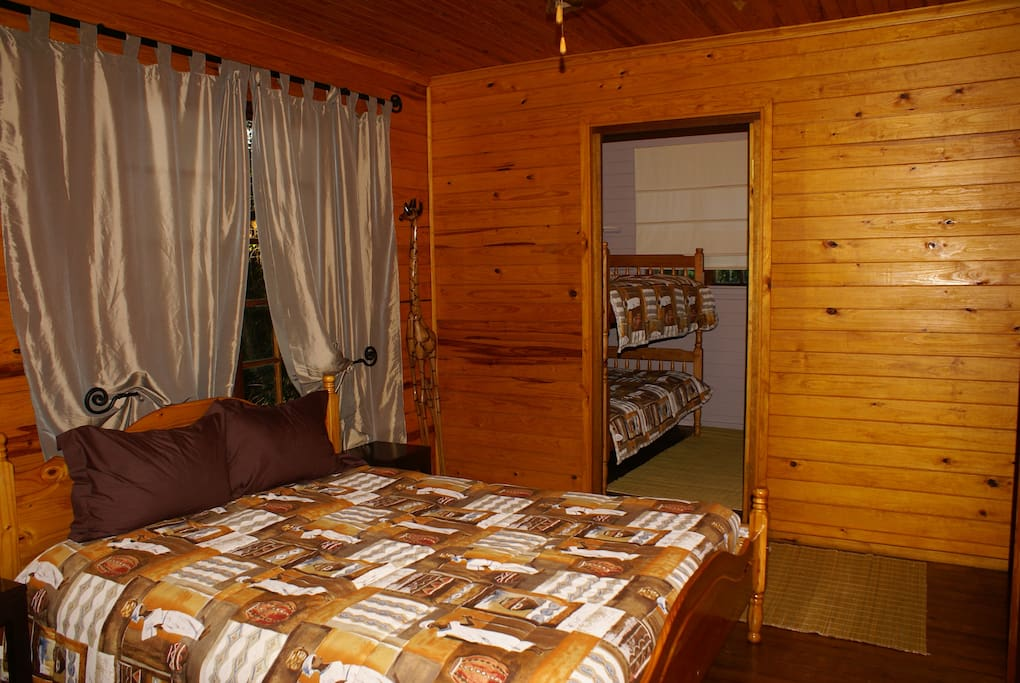 Bushbaby Tree Cabin - Bedroom