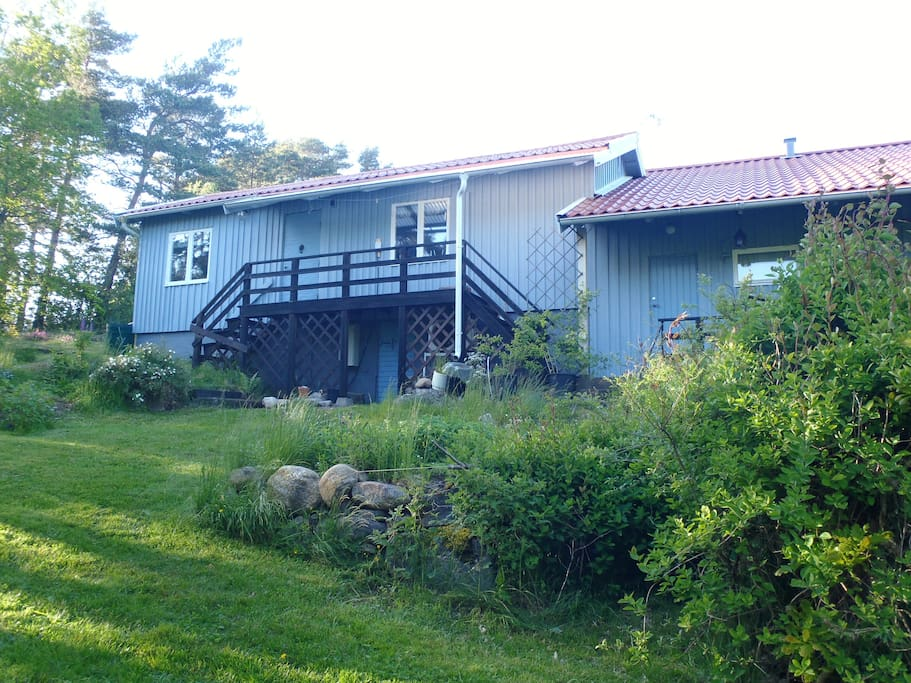 Front of house. House with 2 main bedrooms   upstairs and 2 guest rooms with separate entrance from outside.