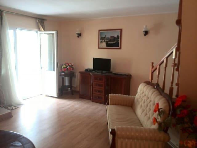 4bedr villa lux Krasici Tivat 150m2 - Krašići - Ev