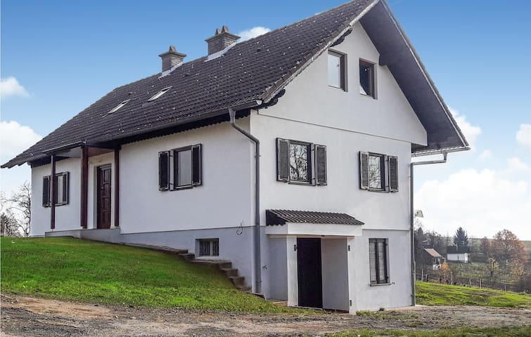 Holiday cottage with 2 bedrooms on 120m² in Eberau