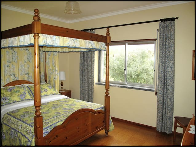 Four Poster Bed & En-suite Bathroom