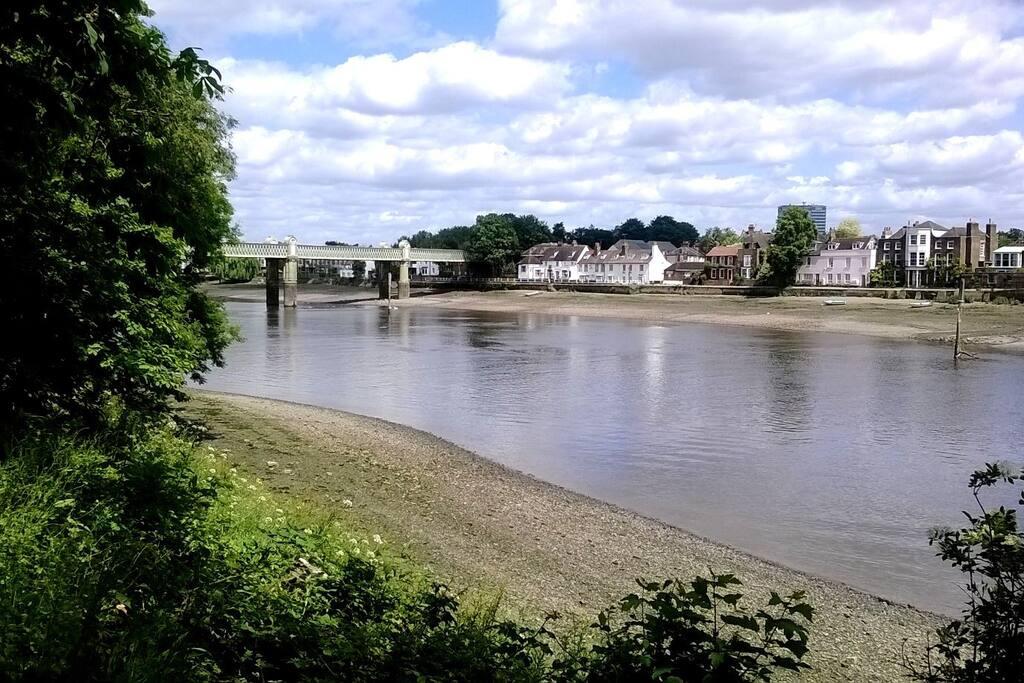 River Thames walk path view 3 min walk away