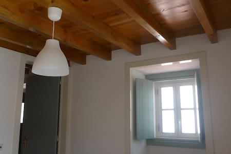 2 bedroom fully renovated, sleeps 6 - Santo Isidoro - 別荘