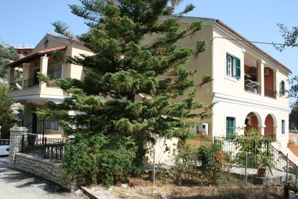 Dimitris apartments are located just 60 m from Kalami beach