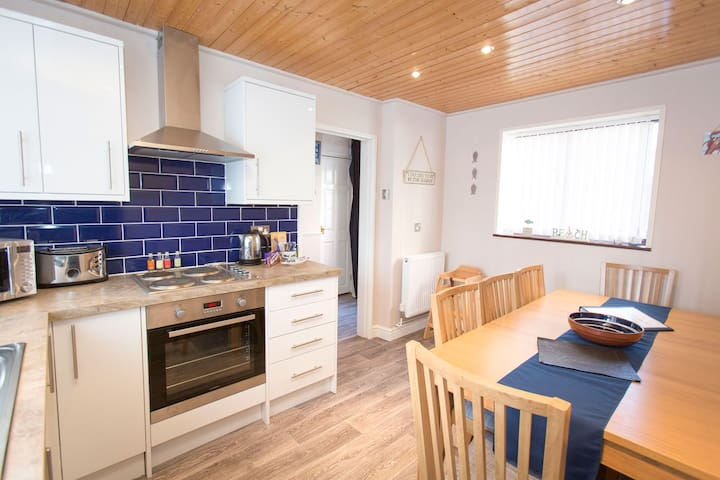 Crows Nest in the heart of Whitby. Sleeps 8
