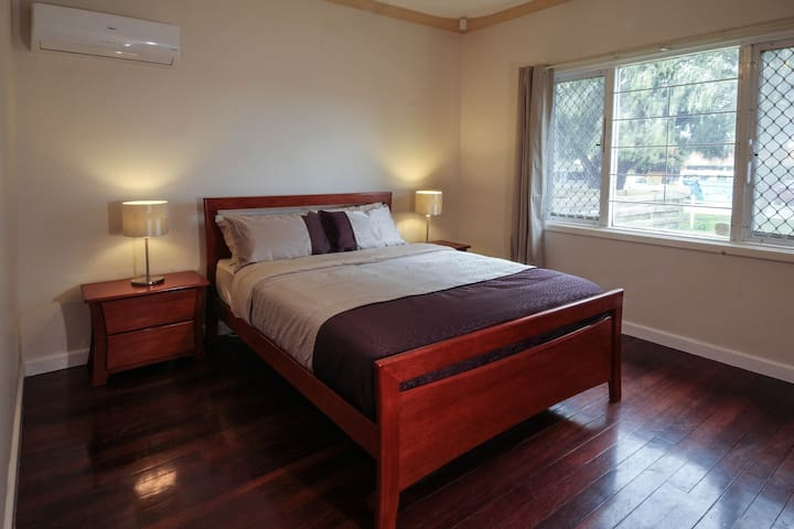 Cosy Lodge Belmont - Belmont - Rumah