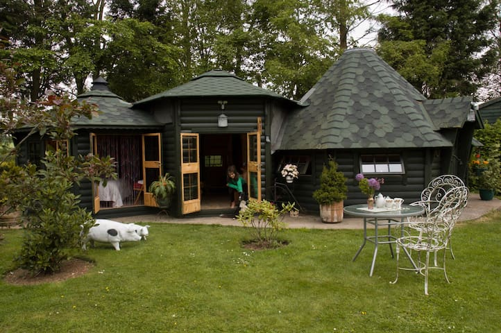 Self Catering Chalet - Middle Earth - Wells, Somerset - Cabin