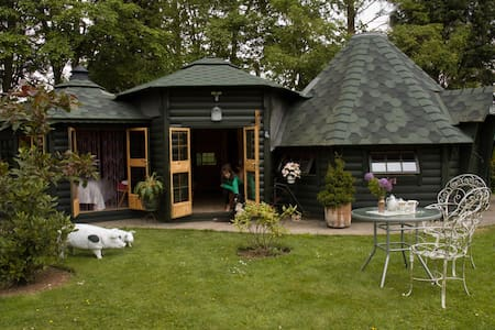 Self Catering Chalet - Middle Earth - Wells, Somerset