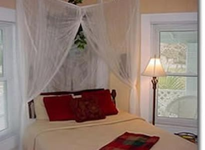 Hemingway - Carrabelle - Bed & Breakfast