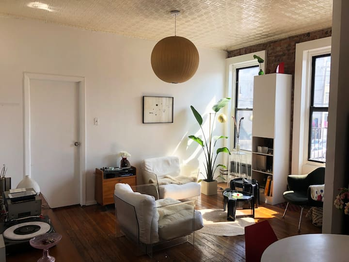 Big Sunny Room in the heart of Bushwick