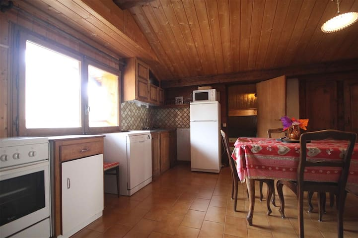 Spacious and agreable flat in the centre