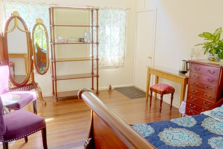 Elegant Studio Room 10min to Volcano National Park - Mountain View