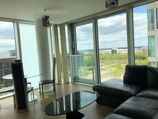2 Bed 2 Bath Central MK - Free Parking & Smart TV