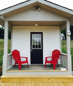 ★ Glamping Tiny home FishHouse on Pond at farm