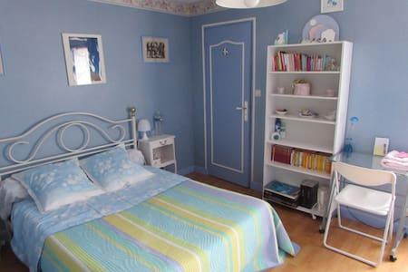Chambre et cabinet de toilette - Laval