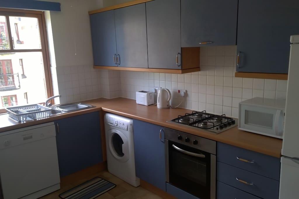 Kitchen with dish washer and washing machine