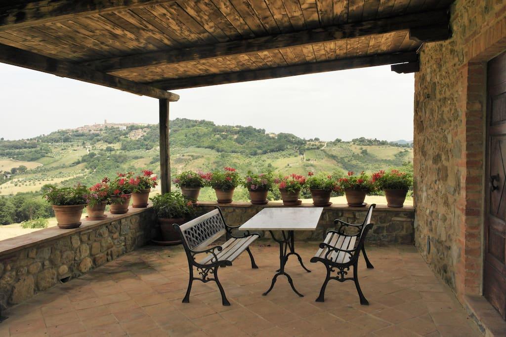 Casa rurale panoramica con piscina case in affitto a for Piani di casa del fienile con 4 camere da letto