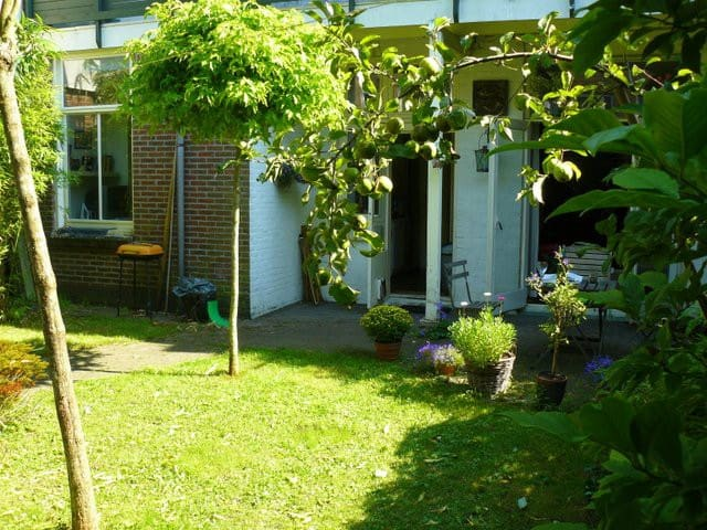 Attractive old and peaceful house with cosy garden - Utrecht - Casa