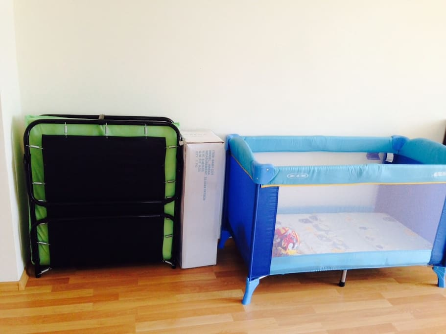 Раскладушка и кроватка