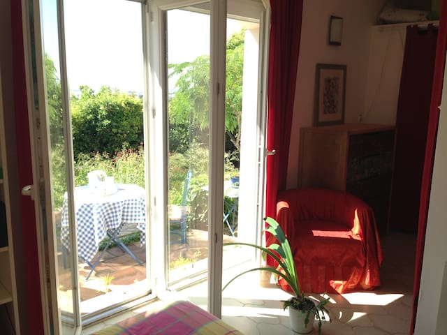 BRIGHT studio on garden - Port-de-Bouc