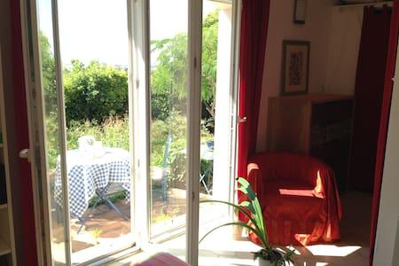 BRIGHT studio on garden - Port-de-Bouc