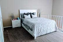 Comfortable & cozy queen bed