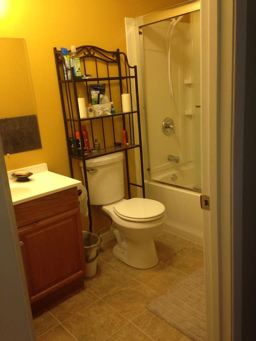 Upstairs shared guest full bathroom