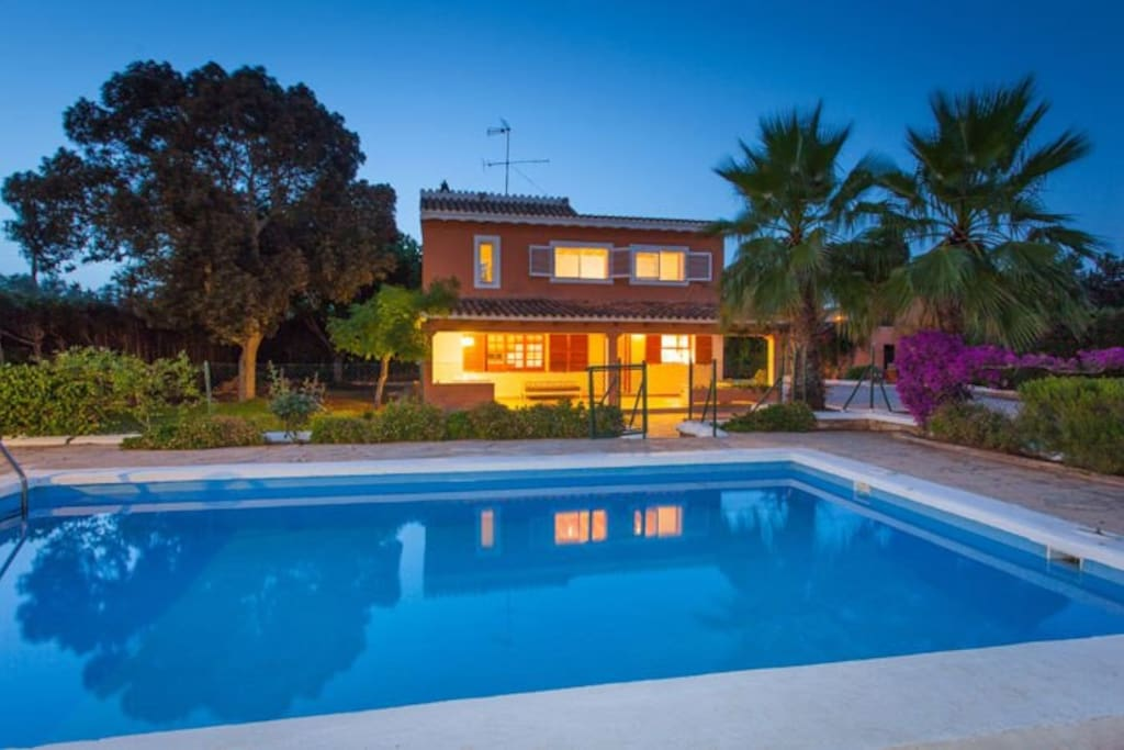 Beautiful house with swimming pool houses for rent in for Beautiful house with swimming pool