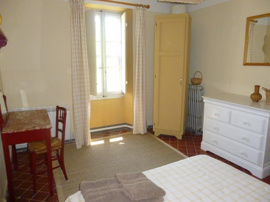 Chambre dans r sidence d 39 artiste h user zur miete in la - Cote serein chambres de la tour cachee ...