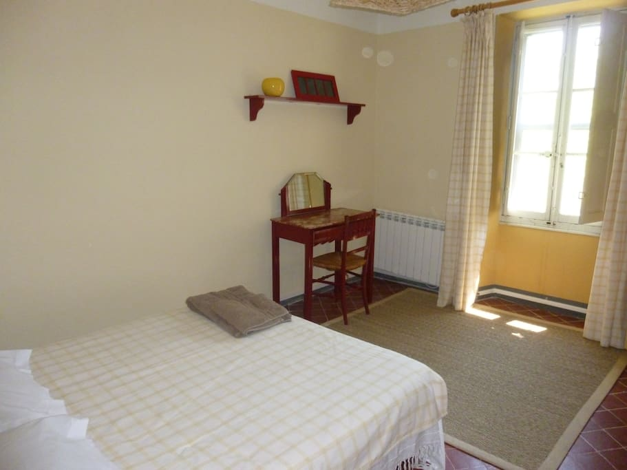 Chambre dans r sidence d 39 artiste houses for rent in la for Chambre d artiste
