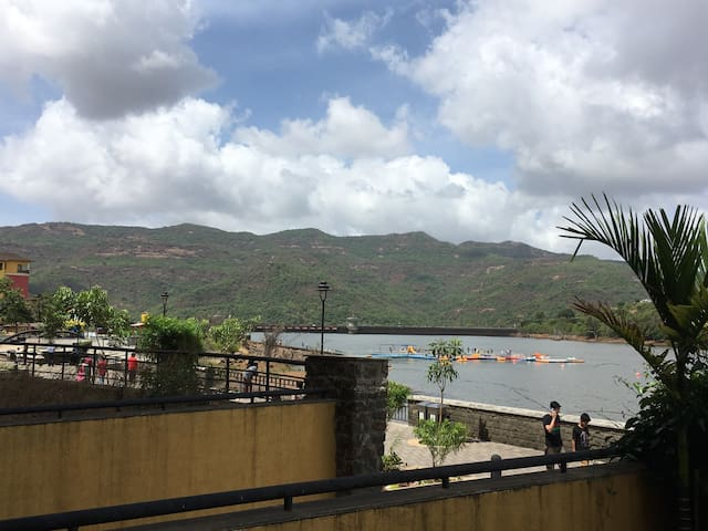 Lake Facing Garden Apartment - Lavasa - Appartement
