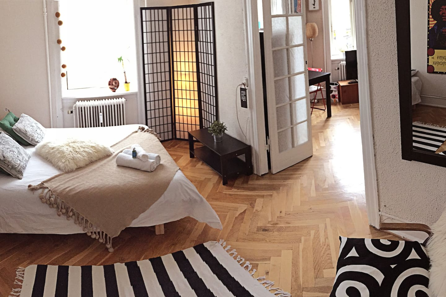 Double bedroom in spacious room with access to your own private living room, with views to beautiful residential Frederiksberg!