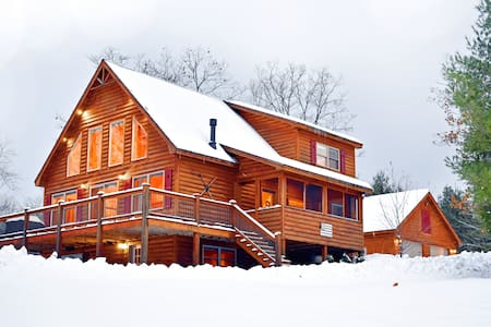 Luxury Chalet - Hot Tub, Mountain Views, Arcade!