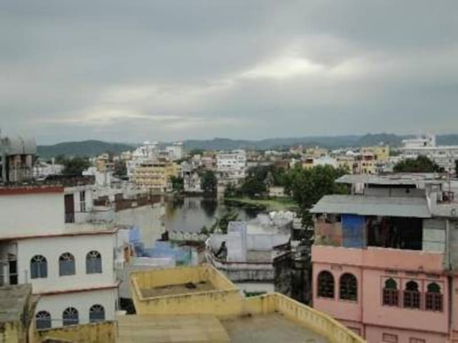 lake pichhola from roof top