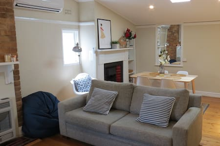 Stylish country cottage in central Orange